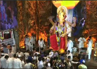 Ganesh Chaturthi : Devotees throng to offer prayers to Lord Ganesha