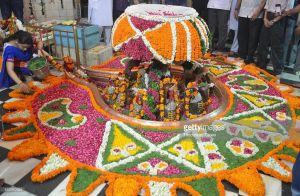कामना के अनुसार करे शिव की अलग अलग फूलो से पूजा