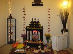 घर के मंदिर में रखे छोटा सा शिवलिंग