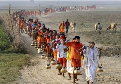 Govt bans Kanwar Yatra, no permission to carry water from religious places