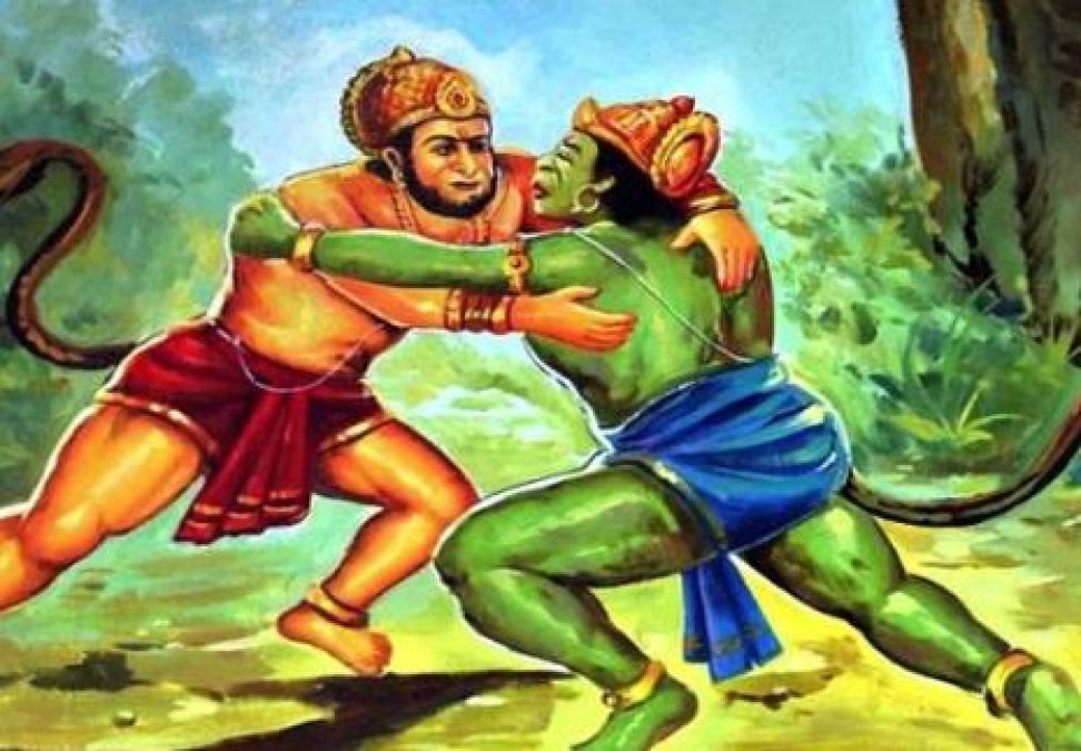 What happened when Bali came in front of Mahabali Hanuman?
