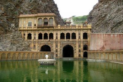 Brahma, Vishnu Mahesh, come to bath in this pool, devotees gather on Dev Diwali