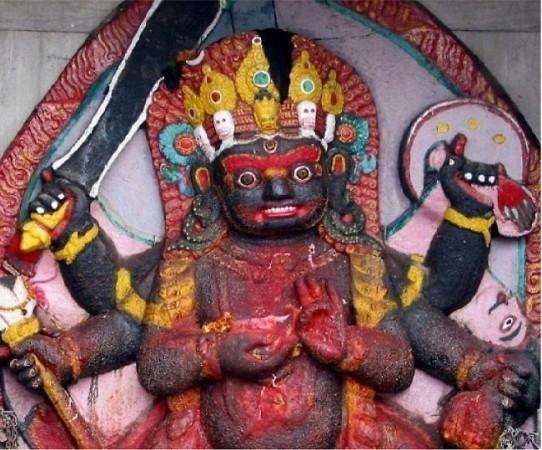 जानिए क्यों भैरव के बिना अधूरी है मां दुर्गा की पूजा? कैसे हुआ था इनका जन्म