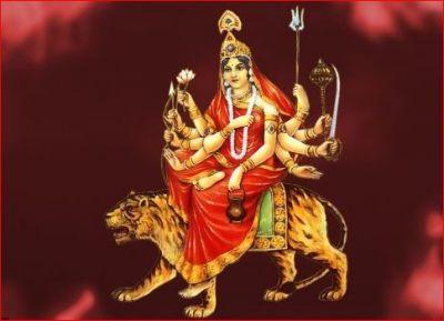 ऐसे हुआ था माता चंद्रघंटा का जन्म, नवरात्र के तीसरे दिन करें इस स्त्रोत का पाठ