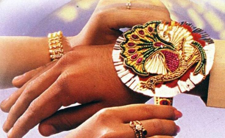 Raksha Bandhan 2018: Tie Rakhi on your brother's wrist along with this mantra for his long-life