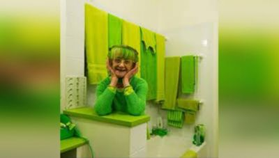 Meet Green Lady of the Earth 'Elizabeth Sweetheart' Who Loves Green Color Like Hell