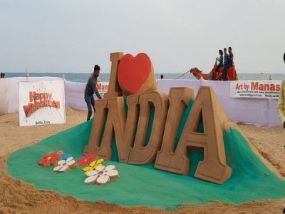 Valentine's Day Special: Puri beach encourages Love Birds to Click Selfi