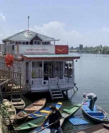 कश्मीर में मौजूद है दुनिया का एकमात्र फ्लोटिंग पोस्ट ऑफिस , जिसने 200 साल किए पूरे