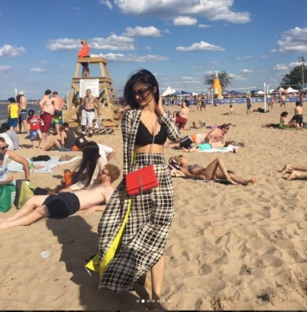 Mouni Roy sizzles the Instagram yet again 1   News Track English