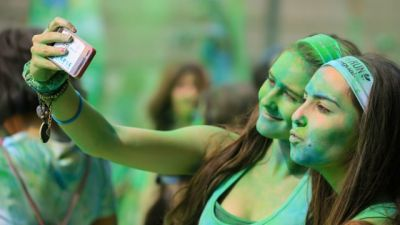 5 Easy shots to get awesome click for this Holi