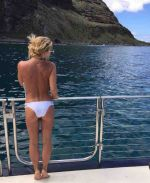 Britney Spears spotted 'Topless' on Hawaii Beach!!