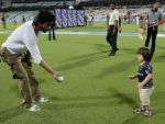 So adorable! Shahrukh with his son Abram in the cricket field