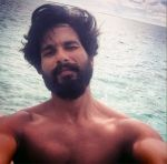 Click here to see Shahid's selfie's lifestyle!