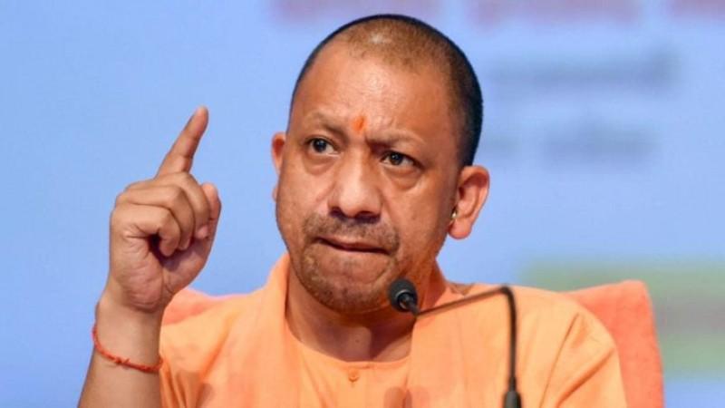 UP: योगी आदित्यनाथ ने दिए कड़े निर्देश, धार्मिक स्थलों पर एक साथ जा सकेंगे केवल 5 लोग