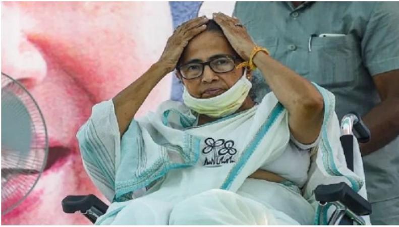 बंगाल चुनाव: मुस्लिमों से की थी वोट की अपील, ममता से EC ने 48 घंटों में माँगा जवाब