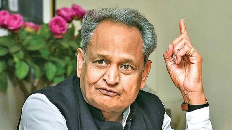 सीएम गहलोत की PM से अपील, कहा- राजस्थान में चल रहे तमाशे को बंद करवाएं पीएम मोदी
