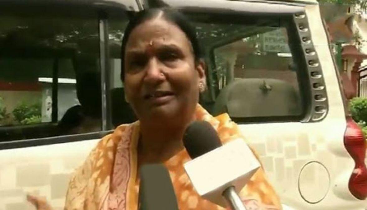 VIDEO : फफक-फफक कर रो पड़ीं रमा देवी, ऐसे किया सुषमा स्वराज को याद