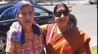 VIDEO: When a foreign woman sang song  for Sushma, watch the unmissable video here