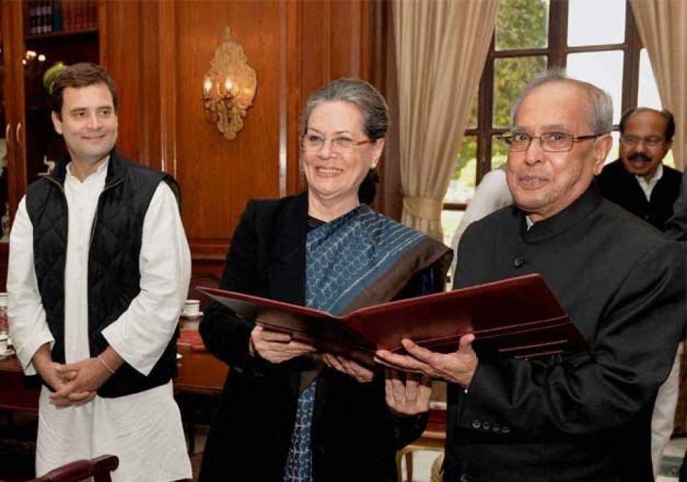 पूर्व राष्ट्रपति प्रणब मुखर्जी को दिया गया भारत रत्न सम्मान, समारोह से नदारद रहे सोनिया-राहुल
