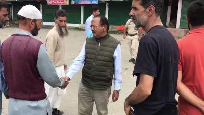 VIDEO: दूसरी बार जम्मू कश्मीर के दौरे पर पहुंचे NSA अजित डोभाल, स्थानीय लोगों से की मुलाकात
