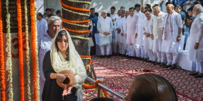 सुषमा स्वराज के लिए आयोजित की गई प्रार्थना सभा, नम आँखों से बेटी बांसुरी ने दी श्रद्धांजलि