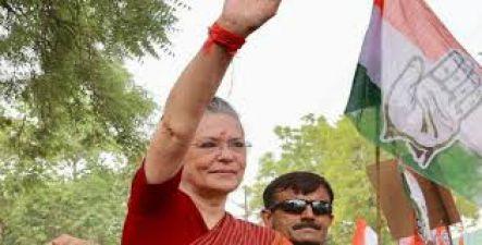 कांग्रेस नेताओं को उम्मीद, पार्टी की डूबती नैया को पार लगाएंगी सोनिया
