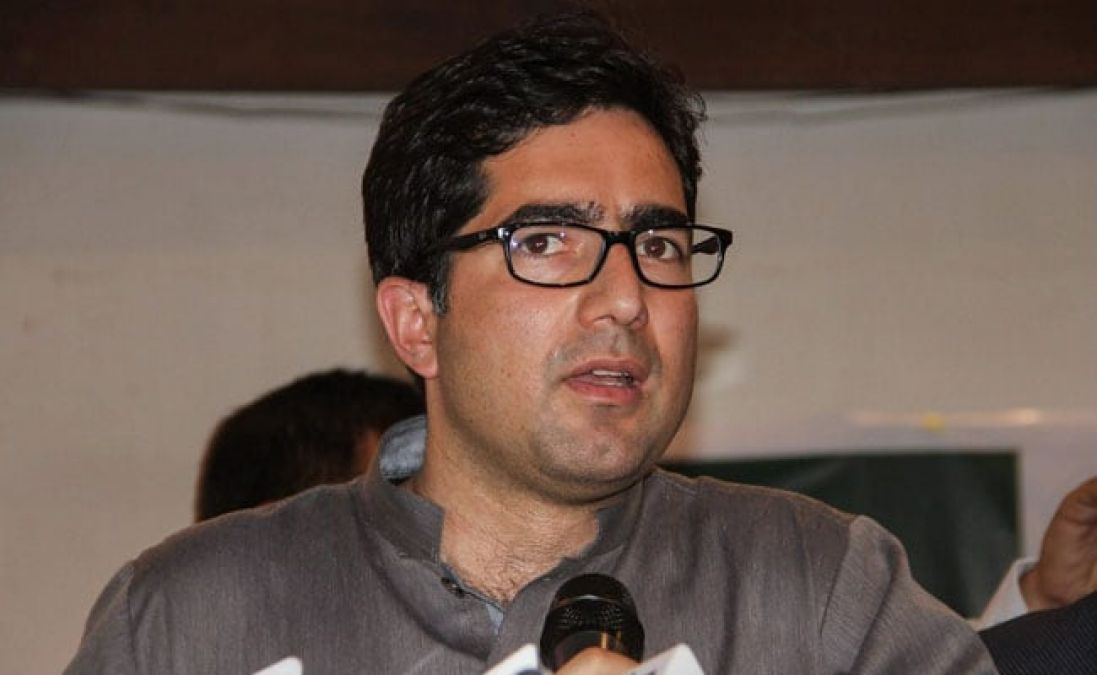 Shah Faesal detained at Delhi airport, placed under house arrest in Kashmir