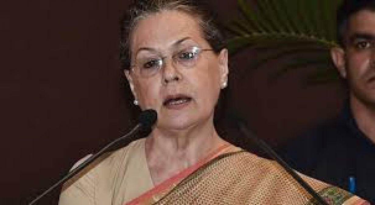 Sonia to try to unify party on Rajiv Gandhis