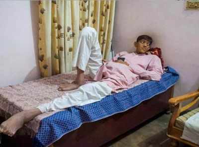 The country's longest man seeks help from CM Yogi