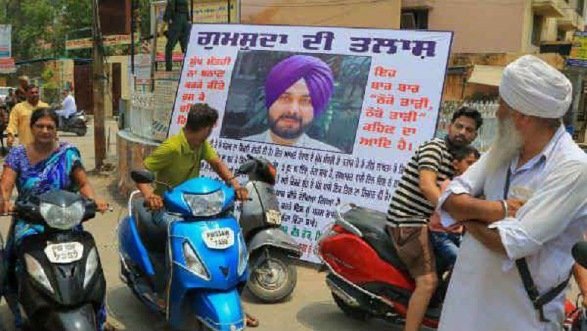 Protest against Sidhu in his own territory