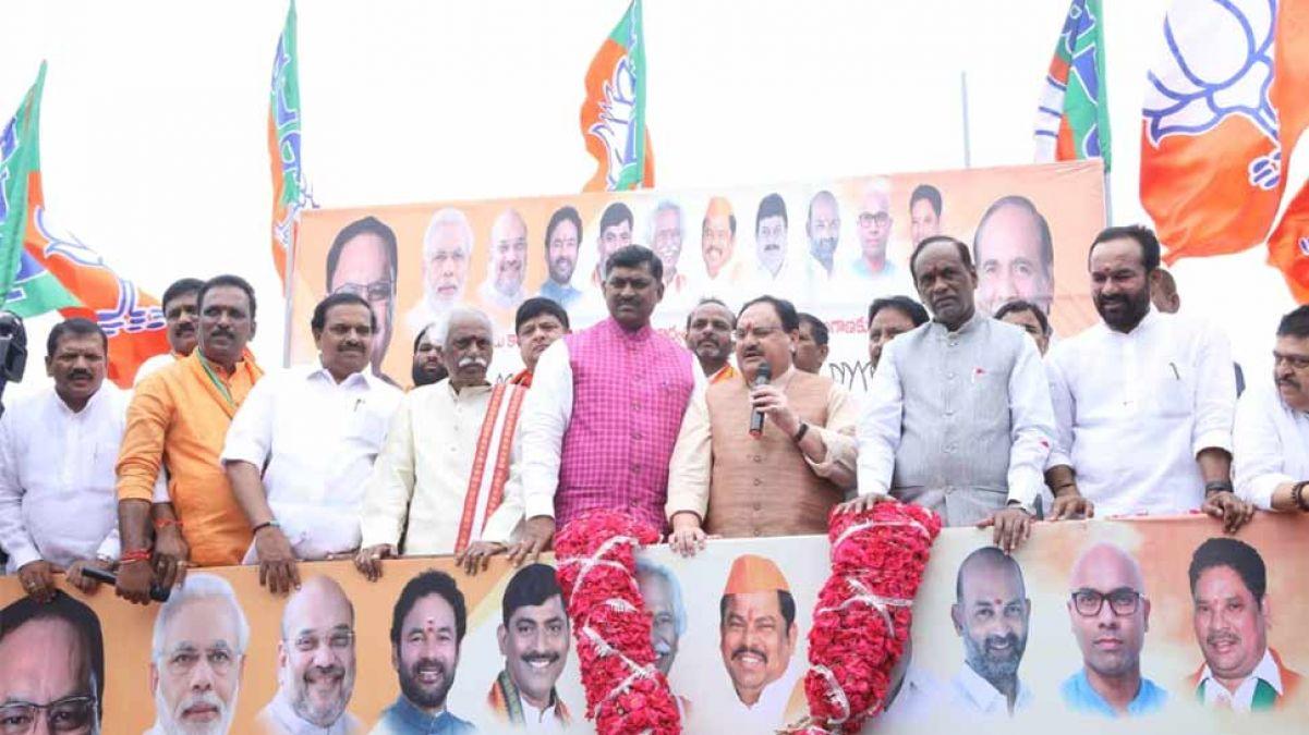 तेलंगाना में टीडीपी को तगड़ा झटका, 60 बड़े नेताओं ने कार्यकर्ताओं के साथ थामा भाजपा का दामन