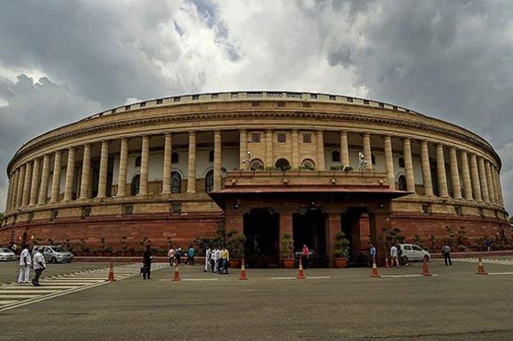 संसद में प्लास्टिक के उपयोग पर रोक