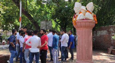 DUSU removes statue of freedom fighters Savarkar, Bose, Bhagat Singh