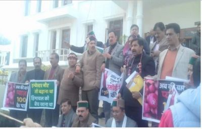 Uproar in Assembly over inflation, Congress MLAs wave garland of onions