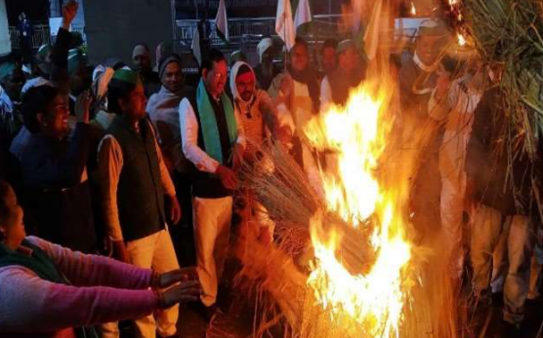 Farmers set the sugarcane on fire, they will occupy the district headquarters if demands gets