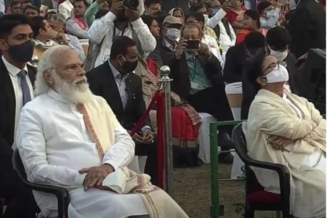 कुछ दी देर में बंगाल पहुंचेंगे पीएम मोदी, देंगे बड़ी सौगात, कार्यक्रम में नहीं रहेंगी 'ममता'