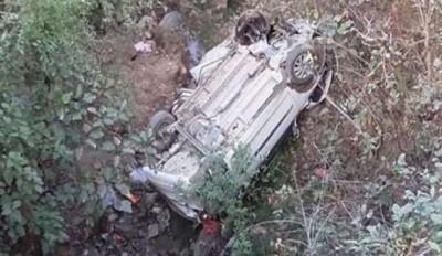 J&K: Unbalanced Tata Sumo falls into ditch, nine passengers died