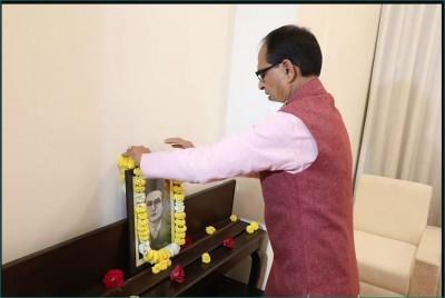 CM Shivraj paid tribute to Veer Savarkar's death anniversary