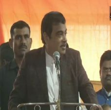 Nitin Gadkari: Shiv Sena compromises with its ideology for the post of CM