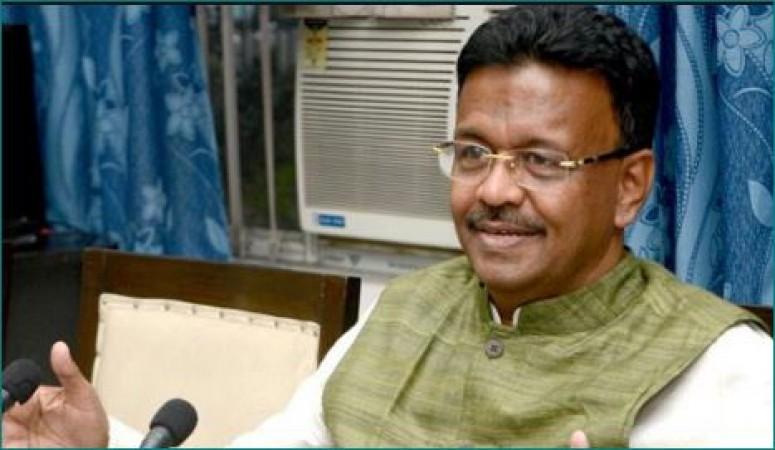 BJP पर भड़के TMC नेता फिरहाद हकीम, कहा- 'BJP डराकर वोट ले रही है'