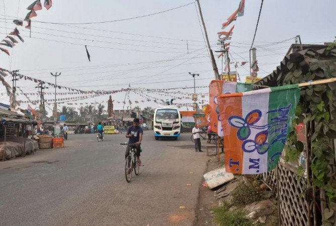 बंगाल चुनाव: EC को भाजपा की चिट्ठी, कहा-  वोटिंग से 15 दिन पहले तैनात की जाए फ़ोर्स