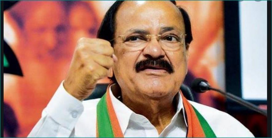 राष्ट्रवाद का मतलब केवल 'जय हिंद' कहना या 'जन गण मन' गाना नहीं है: वेंकैया नायडू