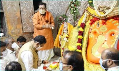 Indore: HM Dr. Narottam Mishra pays obeisance at famous Khajrana Ganesh Temple