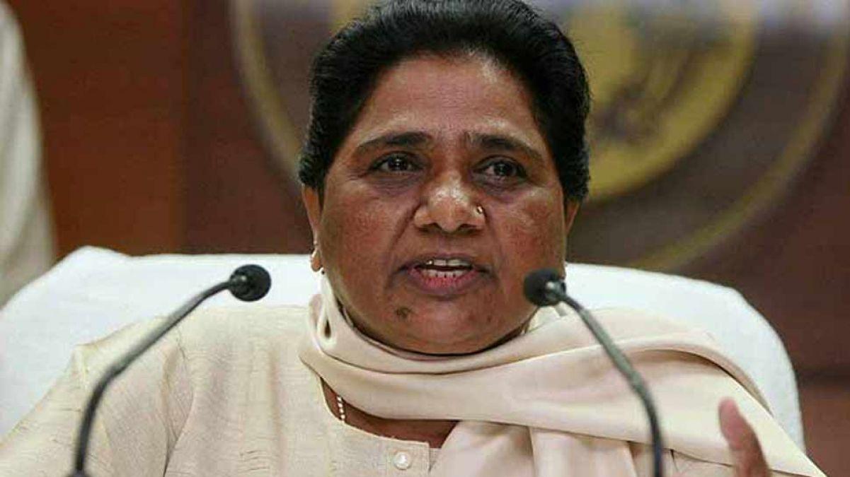 मायावती का तीखा वार, कहा - विधायकों को तोड़कर लोकतंत्र को कलंकित कर रही भाजपा`