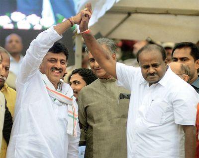 Karnataka: Drowning Kumaraswamy hopes on 'crisis-redeemer', will Shivkumar win rebel MLAs' confidence