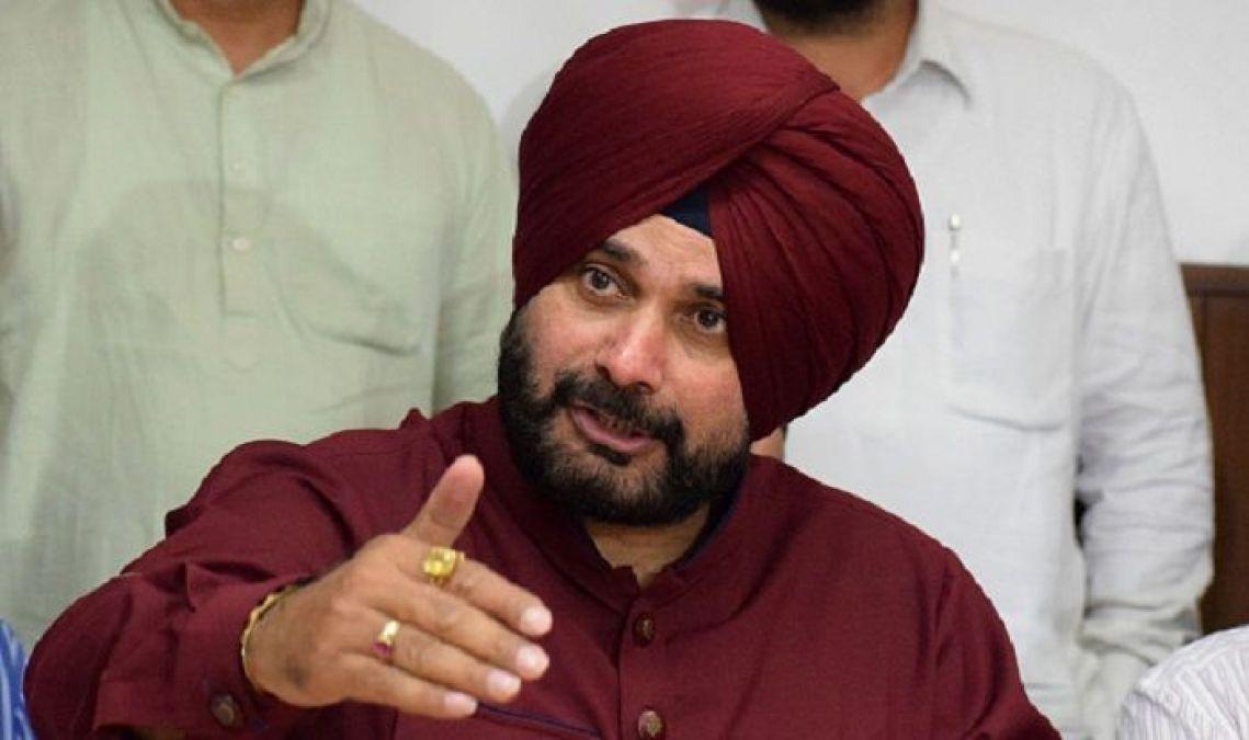 'नवजोत सिंह सिद्धू' ने अपने पद से दिया इस्तीफा, इस माध्यम से राहुल को दी जानकारी