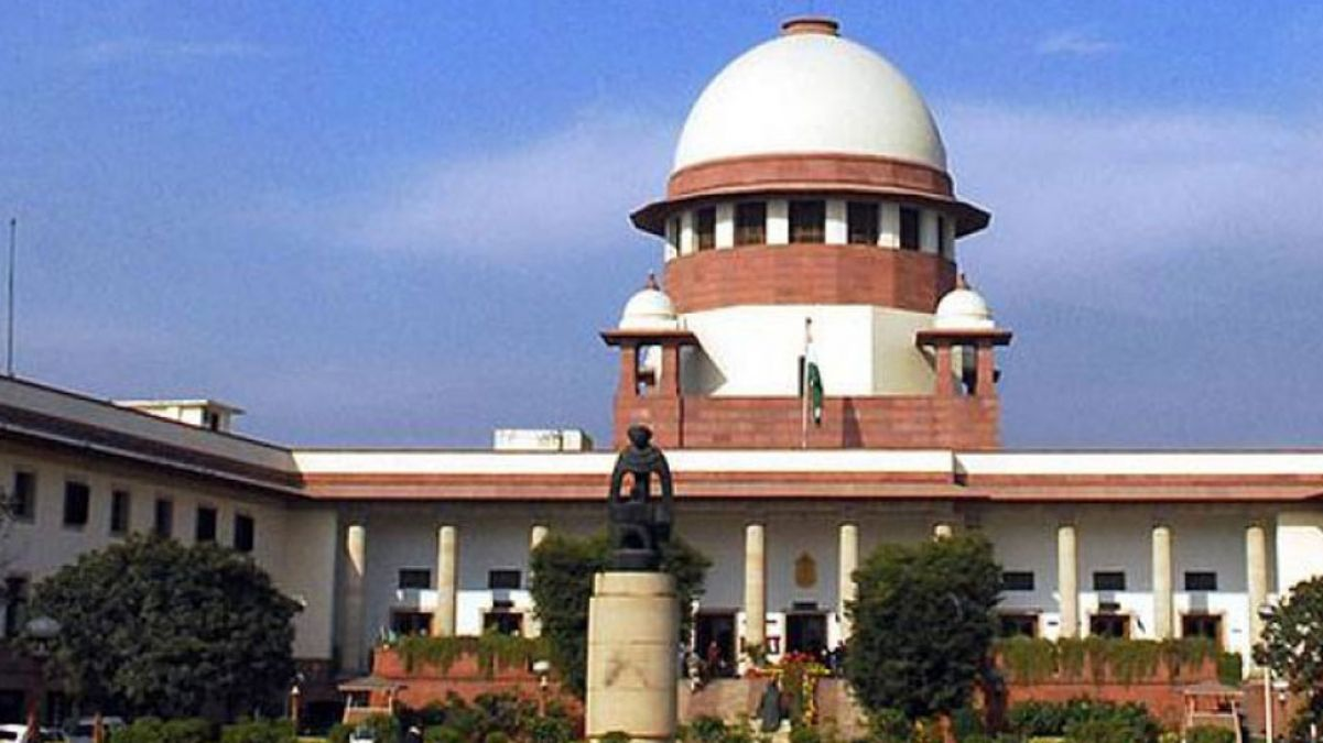 In addition to 10;  6 more MLA arrived Supreme Court, all petitions seeking to be heard together