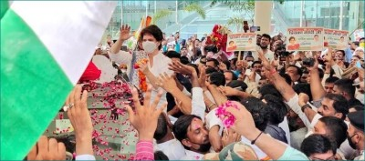 UP: Priyanka Gandhi arrives in Lucknow, received with grand welcome