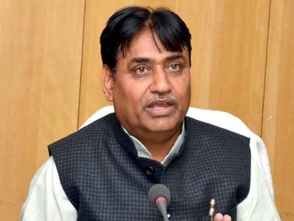 संयोग! शिक्षा मंत्री की बहू के भाई और बहन बने अधिकारी, भाजपा ने मांगा मंत्री से इस्तीफा