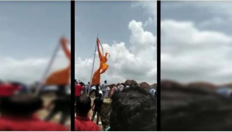 राजस्थान के MLA रामकेश ने फाड़कर फेंका 'जय श्रीराम' लिखा हुआ भगवा ध्वज, वीडियो वायरल